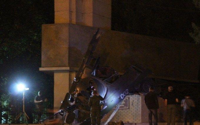 В окупованому Луганську підірвали пам'ятник бойовикам ЛНР: з'явилося відео
