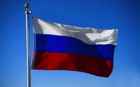 В Москве подростки поиздевались над флагом России: в соцсетях острят