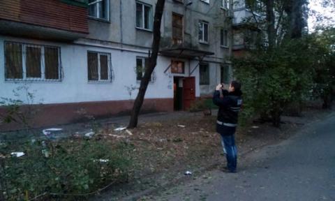 У Маріуполі з РПГ стріляли по житловому будинку (7 фото) (6)