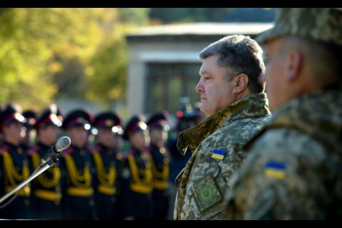 Порошенко: за шість хвиль мобілізації на військову службу надійшли 210 тисяч українців