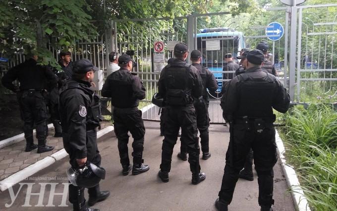 В одеському суді розгорілася сутичка між активістами та міліцією: з'явилися фото (1)