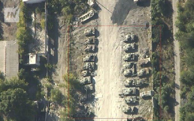 Бойовики ДНР зібрали в Донецьку море бойової техніки: з'явилися нові фото
