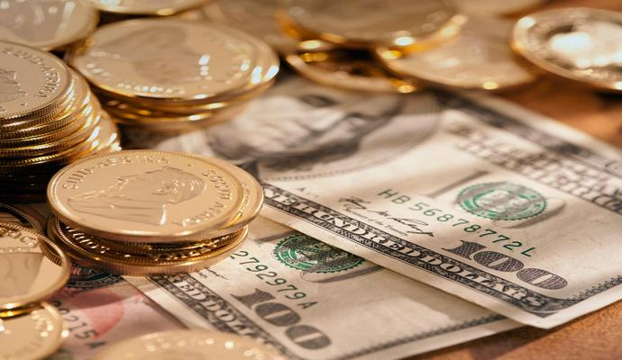 На Московской бирже доллар почти 82 рубля