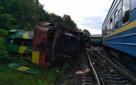 Столкновение поездов на Хмельниччине: спасатели рассказали о причинах