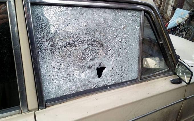 Проросійські бойовики на Донбасі обстріляли авто цивільних