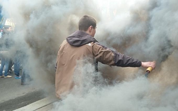 """Полк """"Азов"""" влаштував марш Києвом із димовими шашками: з'явилися фото"""