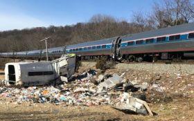 Поезд с республиканцами столкнулся с мусоровозом в США, есть жертвы