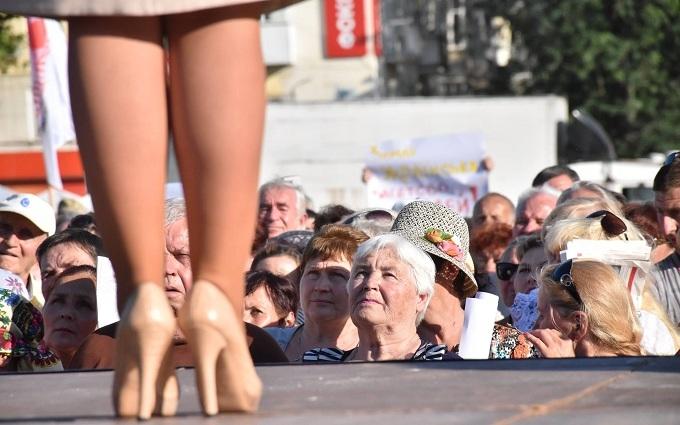 Соцмережі збудилися через дорогі туфлі Тимошенко: опубліковано фото