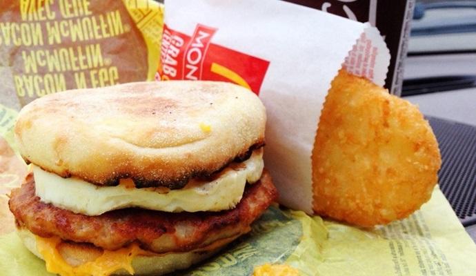 Утренние меню помогли McDonald's увеличить продажи