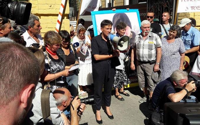 """""""Посередник"""" Савченко нам не потрібен: у Порошенка відповіли на заклики нардепа"""