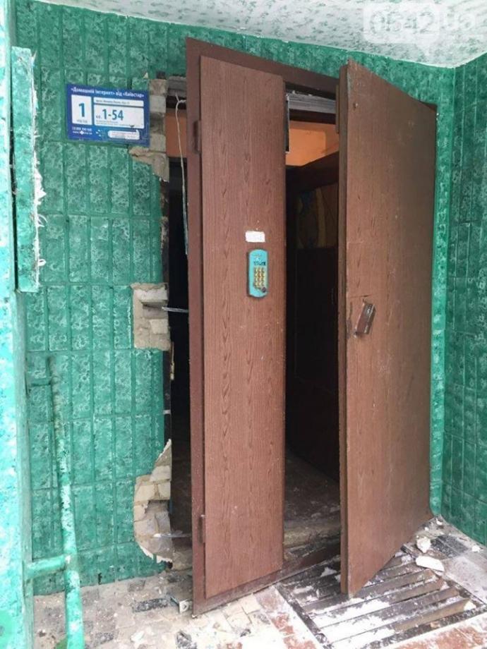 Взрыв квартиры в Сумах: появились фото и видео (9)