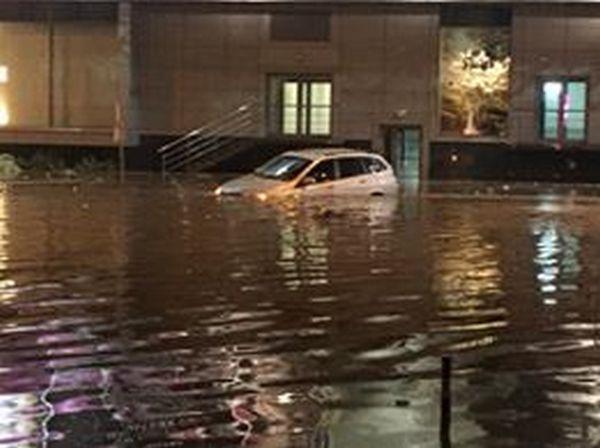 Центр Киева снова затопил ливень: появились жуткие фото и видео потопа (4)