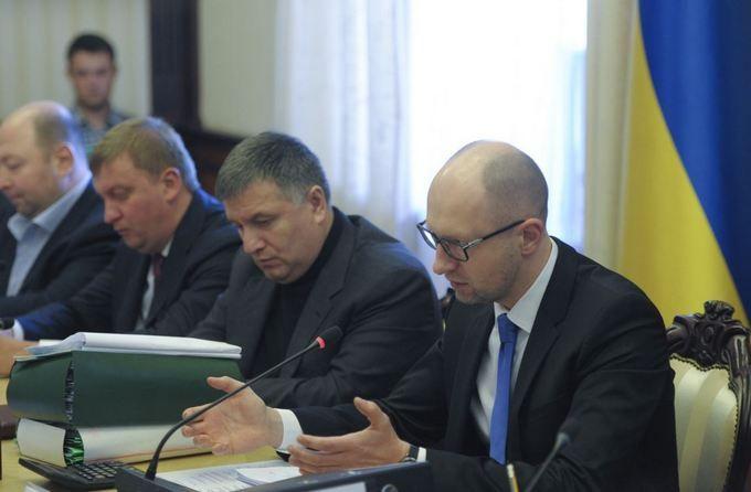 Допит Яценюка і Авакова у справі про держзраду Януковича: онлайн-трансляція
