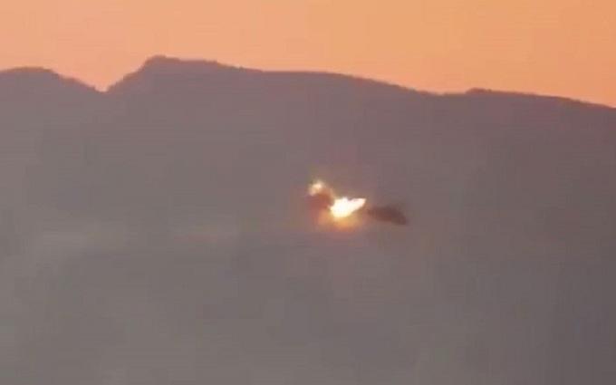 У мережі з'явилося відео, на якому збивають вертоліт з росіянами в Сирії
