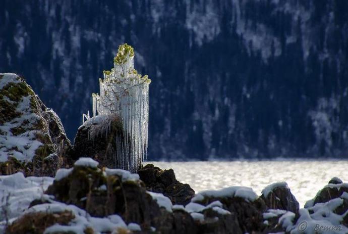 Казкові крижані скульптури, створені самою природою (15 фото) (12)