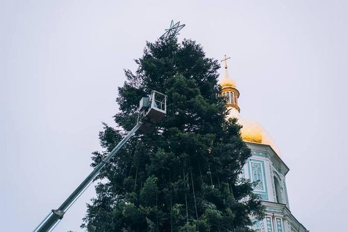 Главная елка страны готова к праздникам: опубликованы новые фото