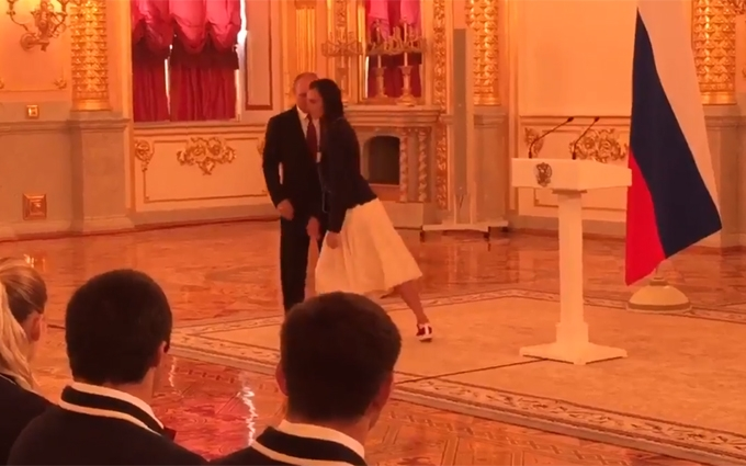 Соцмережі підірвав дивний вчинок Путіна і Ісінбаєвої: опубліковано відео
