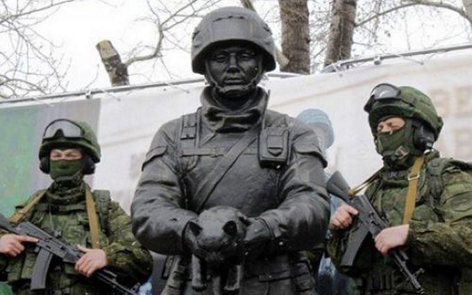 """Если не Путин - то кот: в сети продолжают смеяться над памятником """"зеленому человечку"""""""