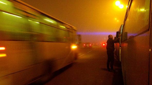 Названі причини аномального туману в Києві: опубліковані фото і відео (1)