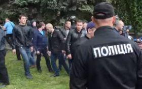 Драка 9 мая в Днепропетровске: активистам мало отставки полицейской верхушки города и области