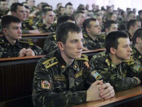 Міноборони: в 2015 році до військових вишів взяли 584 учасника АТО