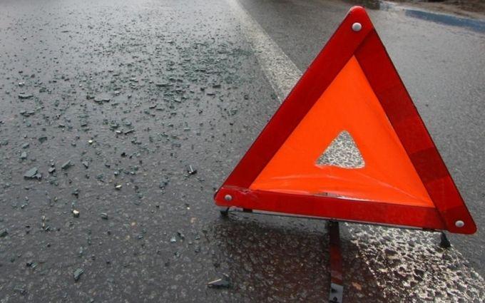 В Киеве водитель крутого внедорожника сбил пешехода, избил его и поехал дальше: появились фото