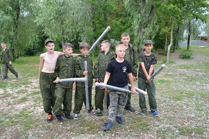 У соцмережах сумно пожартували про дитячий табір для дітей Донбасу в Росії: з'явилися фото (1)