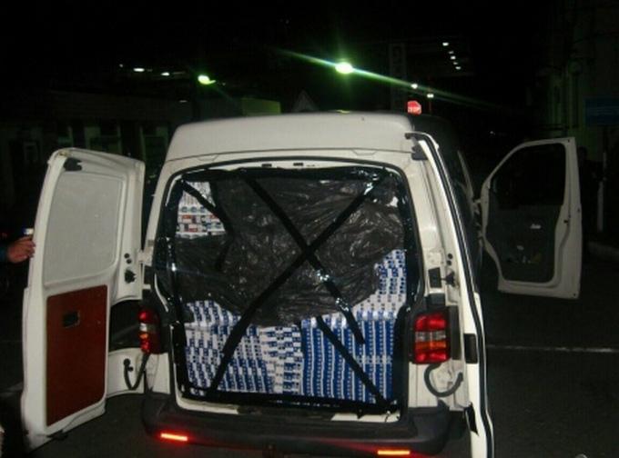 Скандал: посольство України спіймали на контрабанді, опубліковані фото (2)