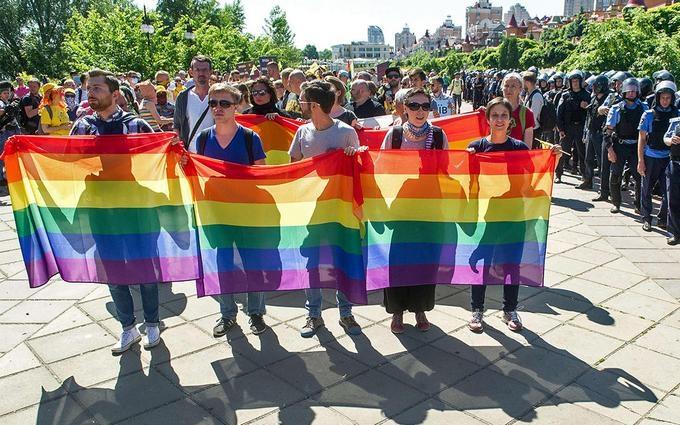 Українцям пояснили, чим небезпечні сутички на гей-парадах: опубліковано відео