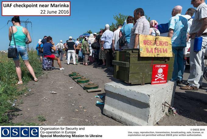 З'явилися фото грандіозних черг у пунктах пропуску на Донбасі (1)