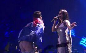 Джамала его даже не заметила: у певицы прокомментировали инцидент на Евровидении
