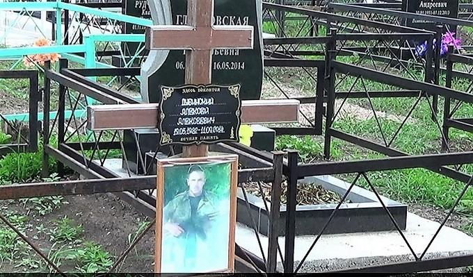 Тут спочиває Молодий: в мережі з'явилися нові фото з кладовища бойовиків в Донецьку (1)
