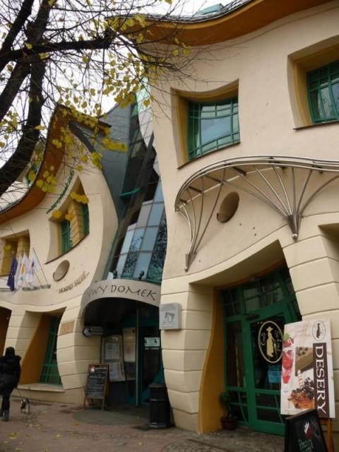 Сказочный Кривой дом в Польше (6 фото) (3)