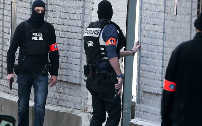 В Бельгии спецназ начал штурм дома с террористами: опубликованы фото и видео (1)