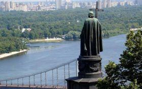 В Киеве надругались еще над одним памятником: появилось фото