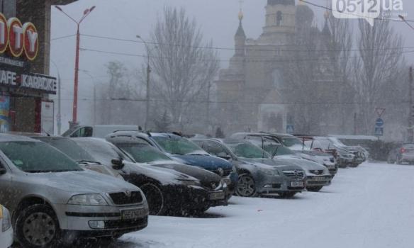 Закрытые аэропорты и занесенные трассы: Украина пережидает непогоду, появились фото (4)