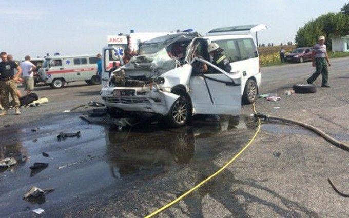У масштабній ДТП в Черкаській області постраждали одинадцять чоловік: з'явилися фото і відео