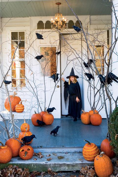 50 найкраших способів прикрасити будинок гарбузами на Гелловін: яскраві фото (1)