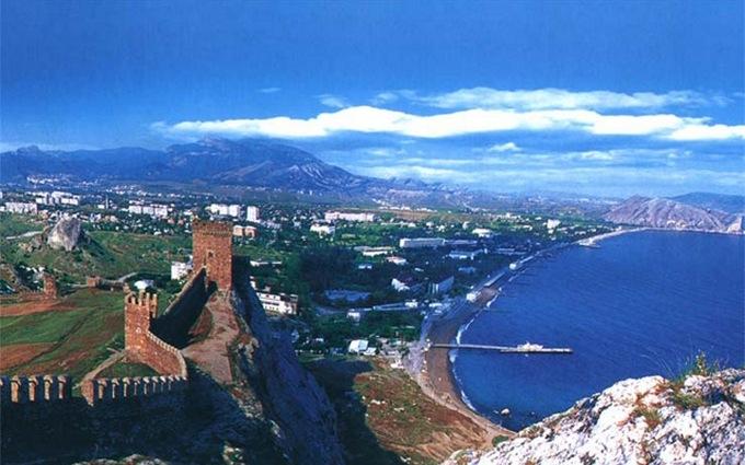 Жителям Криму на прикладах пояснили, чому в Україні краще