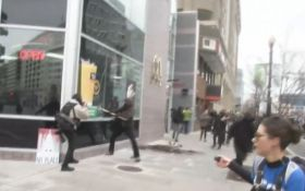 В Вашингтоне вспыхнули беспорядки, люди бьют витрины: появились фото