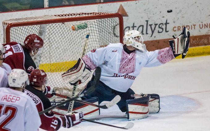 ВКанаде игроки хоккейной команды надели наигру украинские вышиванки