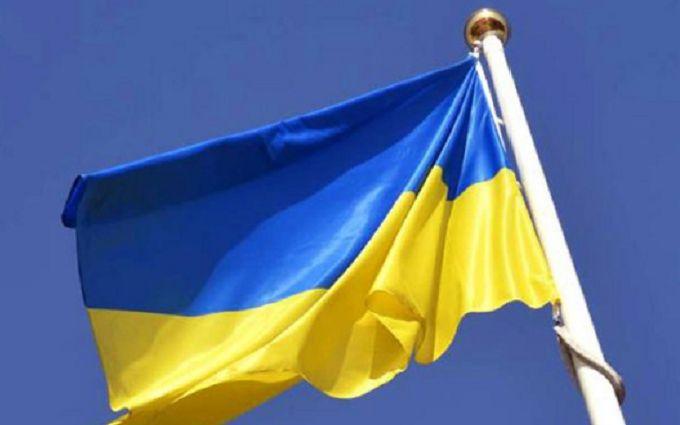 В оккупированном Донецке вывесили украинский флаг - оккупанты боятся его снять
