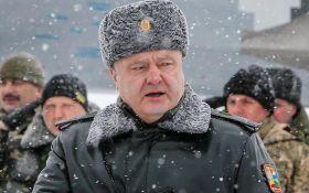 Порошенко повідомив про тисячі російських танків і артсистем біля кордону України