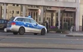 В Германии вооруженный водитель въехал в толпу людей: видео с места событий