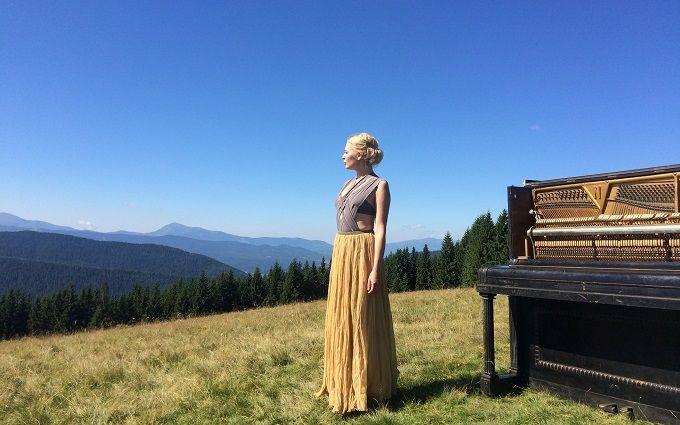 ONLINE.UA і співачка Alloise підготували сюрприз до Дня Незалежності України