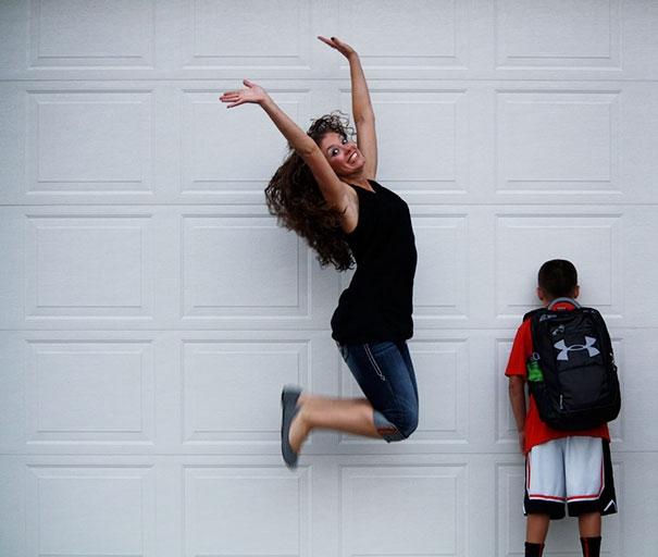 Как родители по всему миру празднуют возвращение детей в школу: веселые фото (1)