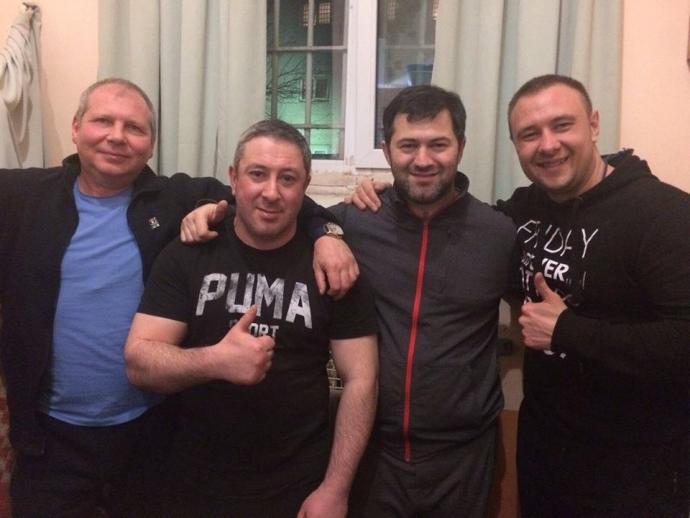 Фото Насирова с сокамерниками наделало шума в сети (1)