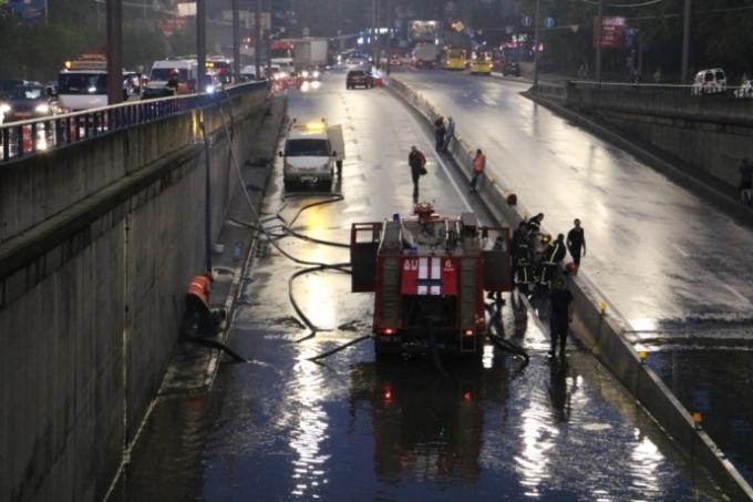 Непогода в Киеве: появились новые фото ужасных последствий ливня (5)
