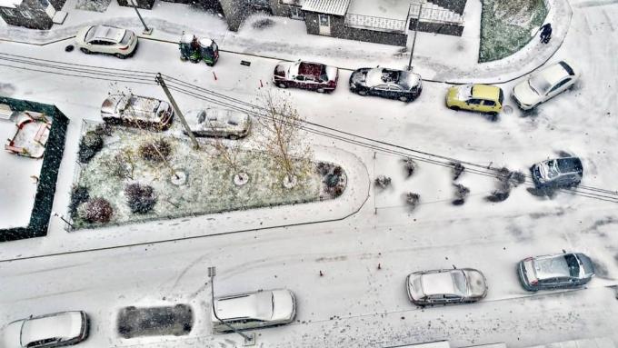 Киев накрыл мощный снегопад, на дорогах коллапс: первые яркие фото и видео (8)