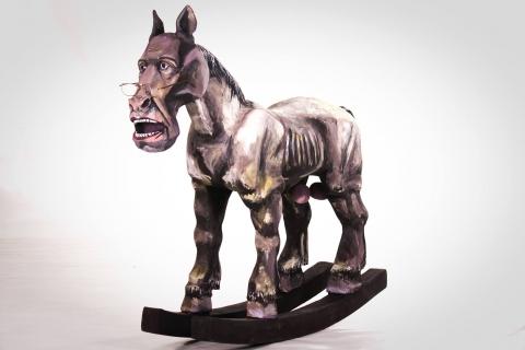 У Запоріжжі представили скульптуру Лаврова у вигляді коня